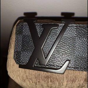 Men's Louis Vuitton Belt (Size 90/36)